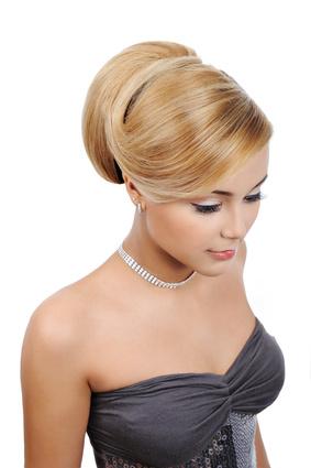 chignons et coiffure de mari e tendance 2010 hairbox. Black Bedroom Furniture Sets. Home Design Ideas